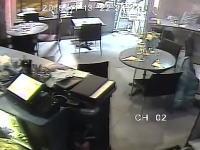 【パリテロ】イスラム国に襲撃されたカフェの店内の様子を記録していた映像が公開される。