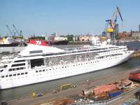 全長163メートルのクルーズ船を約30メートル伸ばして195メートルにする方法。タイムラプス。