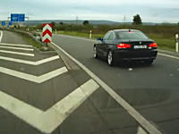 DQNvsDQNの交通トラブル。ドイツアウトバーンの場合。こいつら無茶苦茶すぎ(°_°)