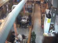 震度ゼロで崩壊。韓国でレストランの天井が突然崩れ落ち12人が負傷。その映像。