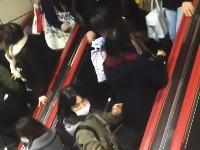 舞浜駅が混雑しすぎてエスカレーターでパニックに。これは事故寸前じゃん。怪我人が出るレベル。