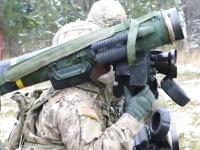 軍事動画。良画質映像でみるジャベリンミサイルの実弾射撃訓練の様子。