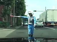 警察動画で有名なKさん。白バイの停止命令から逃亡して殴られる(笑)いいのかこれw