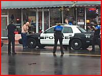 カミソリを所持し警官の指示に従わなかった男が至近距離から撃ち殺される。