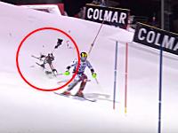 スキーのワールドカップで競技中の選手の真後ろにドローンが墜落する事故が発生。超ギリギリ。