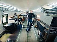究極の航空機マニア!?ボーイング727に住んでいる男性のビデオ。ご自宅拝見。