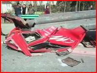 自分の車に乗せていた荷物で自分が死亡。中国で撮影された悲惨な事故の映像。