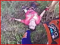 林道ツーリングでバランスを失って木に激突した男性、その場で息を引きとる。
