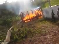 謎いライブリーク。燃える小屋にバイクで突入した上半身裸のライダー。亡くなったらしい。