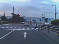 松江市の嫁島東の信号がむずすぎる。青から突然赤に変えて信号無視の罠を仕掛けてくる。