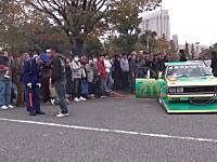 段差に引っかかってしまったシャコタンDQNが警備員に激ギレ。暴力を振るい車を押させる(°_°)