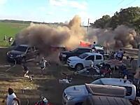 ダカールラリー2016で女性ドラが運転するミニが観客に突っ込み12名が負傷する大事故。