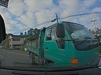 鹿児島で2トンダンプに突っ込まれた車載。ドラレコが無ければ相手の嘘に面倒なことになっていた。