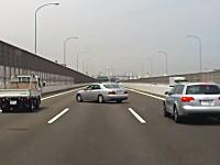 ありえんwww高速道路でいきなり道路を封鎖して逆走しだす覆面パトカーが撮影される。