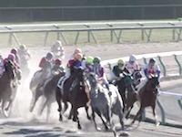 24日の中京競馬で騎手が柵の外までぶっ飛ばされる大きな落馬事故が発生していた動画。