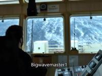 これが高さ30メートルの大波。カテゴリー5ハリケーン級の嵐に襲われた船からの映像。
