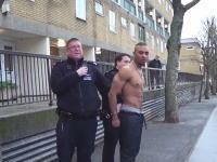 どんなお漏らしだよwww警官に捕まった男のお漏らしが驚きの噴射力www