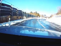 スリップしてエンスト。ブレーキが効かなくなった状態で坂道を落ち続ける恐怖。