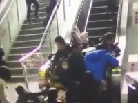 中国のエスカレーターでまた危険な事故が発生。もの凄い勢いでどうする事もできねえ。