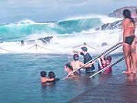 天然の大波を体験できるダイナミック海水プールがあった動画。これは怖いww