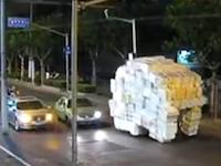 これは神業レベル。中国人の荷物の運び方がハンパない24秒動画。視界悪すぎだろw