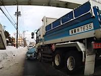 こんな100%避けれない事故でも罰則あるのかな。大型ダンプのプロドライバーが気の毒に思える事故車載。