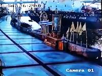 タイでコンテナ船が陸に衝突する事故が発生。メキメキバキバキの瞬間の映像が公開される。