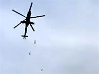 ちけえええ(°_°)自分たちの真上近くから投下された爆弾を着弾するまでカメラに収め続けたど根性カメラマン。