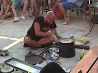 このガラクタを使ったストリートドラマーの演奏神すぎるだろ。ダリオロッシ(Dario Rossi)