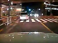 世田谷暴走事故のドラレコ映像これむちゃくちゃやん(°_°)テレビ既出ネタ。