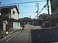 ノールック&猛ダッシュで車道に飛び出してきた少年をギリギリで避けたドライブレコーダー。