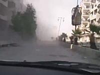 空爆現場に向かっていた車が次の爆弾の衝撃波をくらう。シリアでアッラーフアクバル動画。