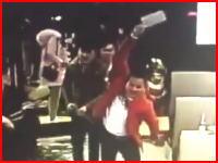 躊躇することなく男性の頭に中華包丁を振り下ろす中国ヤクザが怖すぎる動画。