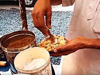 どんな味がするのだろう。世界の色々な屋台料理。旅行した気分になれるかもしれない動画。