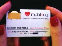 この名刺すげー(動画)ハンガリーの心電図メーカー最高技術責任者の名刺が凄い。