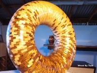 職人動画。木材を張り合わせて美しい円環の置き物を作る工程をYouTubeビデオで。