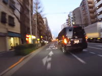 これはうp主が悪い気がする。青梅街道で日産キャラバンとトラブって喧嘩になった車載。