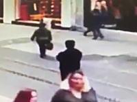 19日トルコのイスタンブルで起きた自爆テロの瞬間を記録していた監視カメラの映像が公開。