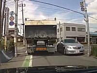 埼玉でダンプを避けて電柱に激突するちょっと間抜けなレクサスが撮影されるw