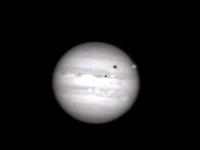 アマチュアの天文カメラマンが木星に小惑星が衝突する瞬間の撮影に成功する。