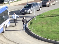 全盲のドライバーが道路に現れたら。というイタズラを仕掛けてみた。