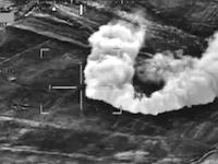 ヘリコプターによる近接航空支援。アフガン紛争の未発表フィルムが公開される。赤外線カメラ。