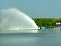 あの小さなお船に8000馬力wwwドラッグボートってすんげーんですぜ。