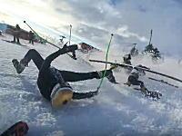 大人数が一斉にスタートするスキーの競技がカオスすぎるwww一人が転倒するとwww