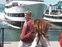 止まれない!止まらない!接岸に失敗したクルーズ船が桟橋に突っ込んできた(°_°)