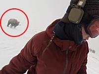 おい後ろ!ゲレンデで熊に追われたスノーボーダーの映像に(((゚Д゚)))ブルブルブル。