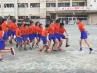 富士市立原田小学校の縄跳びの様子が海外で話題になっているみたい。かっとび王。