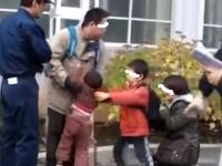 この撮り鉄ヤバすぎ。撮影の邪魔をした?小さな子供を取り上げて母親を泣かせる。