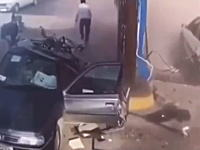 どこが爆発した?ガソリンスタンドで給油中の客を襲った突然の大爆発。