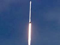 スペースX社のファルコン9ロケットが洋上台船への着陸に初めて成功。のビデオ。